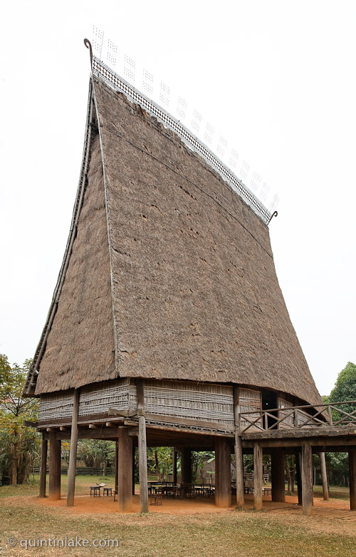 Bahnar communal house vietnamese museum of ethnology for Traditional house building