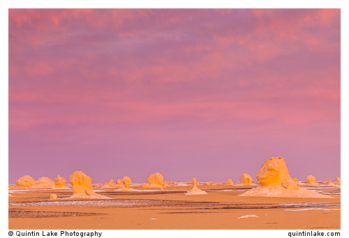 Sunset above the the chalk rock formations of the Sahara Beida (White Desert) near Farafra, Egypt