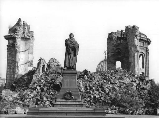The re-erected Luther Memorial and the ruins of the Frauenkirche after WW2