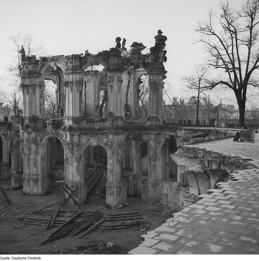 Ruins of the rampart pavilion in 1945.