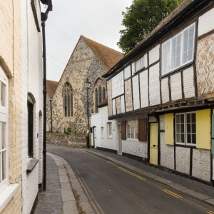 Sandwich I. one of the Cinque Ports containing original medieval buildings and benefiting aesthetically from a  lack of inroad parking.