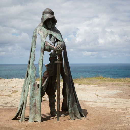 Gallos, statue of King Arthur by Rubin Eynon, Tintagel, Cornwall.